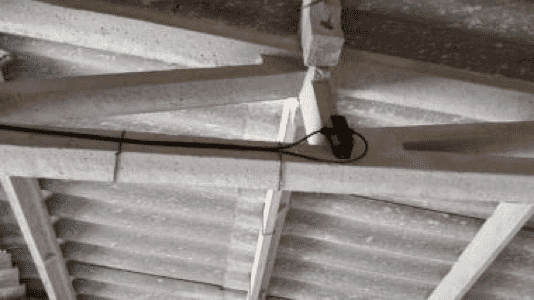 A Spider Sens Structure sensor mounted on a building support.